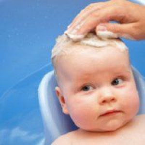 Чим мити голову дитині?