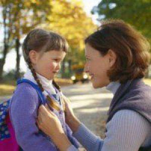 Що робити, якщо дитина боїться чужих людей?