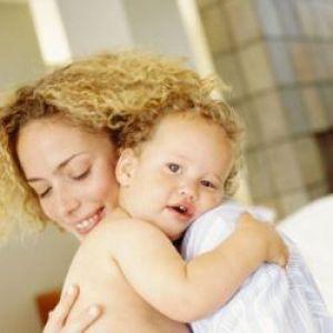 Що робити, якщо дитина не відпускає маму ні на крок?