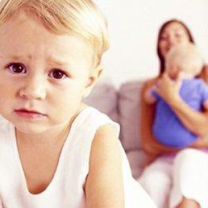 Що ж робити з дитячою ревнощами?