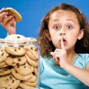 Дитяча психологія для батьків: що робити, якщо дитина обманює?