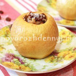 Фаршировані, запечені яблука з горіхами родзинками і шоколадом