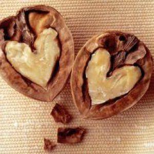 Волоські горіхи при вагітності: диво природи для вашого здоров`я