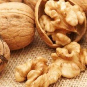 Волоські горіхи при грудному вигодовуванні
