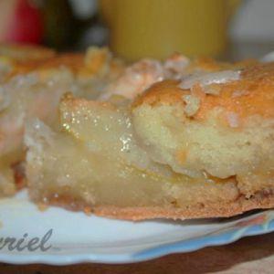 Грушевий пиріг з карамеллю і яблуком