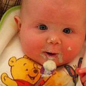 Як навчити малюка жувати