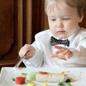 Як навчити дитину їсти з допомогою ложки?