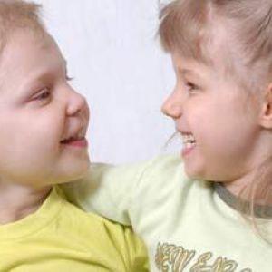 Як навчити дитину вітатися - вчити малюка на власному прикладі