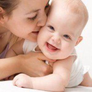 Як відучити дитину кусати груди?