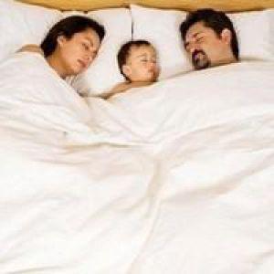 Як відучити дитину спати з батьками?