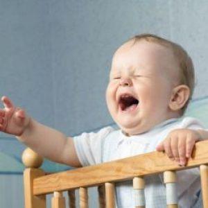 Як привчити дитину спати в ліжечку? Поради дитячого психолога