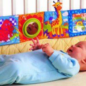 Як привчити дитину спати в ліжечку?