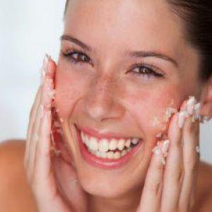 Як зробити домашній скраб для обличчя. Рецепти, відео