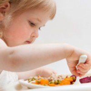 Як примусити їсти дворічну дитину?