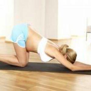 Які виконувати вправи, щоб дитина перекинувся в животі?