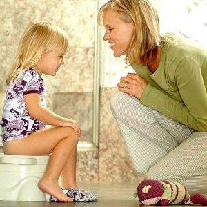 Коли і як правильно привчити малюка до горщика?