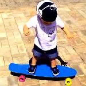 Кроха-син плющенко та рудьковська освоює скейт