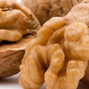 Чи можна їсти волоські горіхи при грудному вигодовуванні? Чи не нашкодимо дитині?