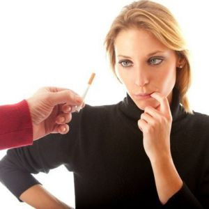 Чи можна поєднувати шкідливу звичку і грудне вигодовування?