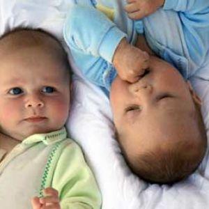 Особливості догляду та виховання близнюків