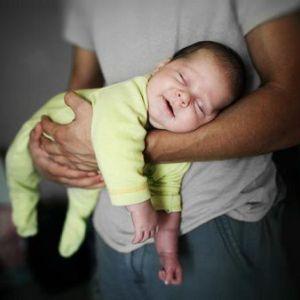 Відучує малюка від заколисувань