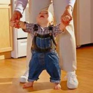 Педіатри про те, у скільки діти зазвичай починають ходити. Забезпечення безпеки, навчання навичкам
