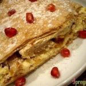 Пиріг з листкового тіста з сиром і яблуками