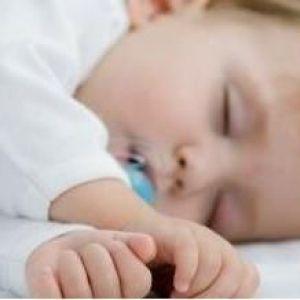 Чому дитина плаче уві сні