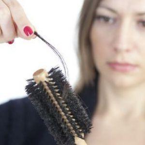 Чому випадає волосся під час годування грудьми і що з цим робити?