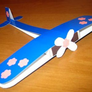 Виріб літак з кольорового картону