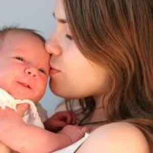 Правильний догляд за волоссям у новонароджених