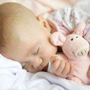 Привчаємо дитину засинати самостійно в своєму ліжечку