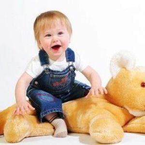 Розвиток дитини в 1 рік 9 місяців
