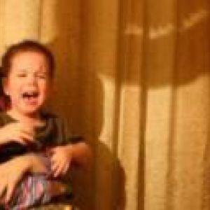Дитина боїться дітей