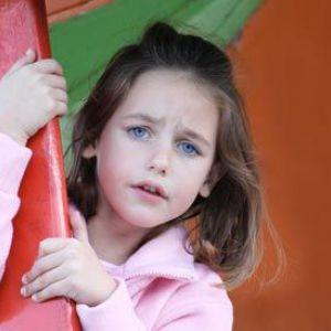 Дитина боїться інших дітей
