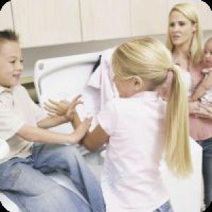 Дитина б`ється: що робити?