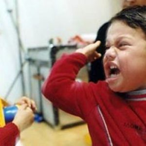 Дитина б`ється в дитячому садку
