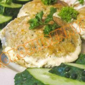 Рибні тефтелі для дітей в сметанному соусі в духовці