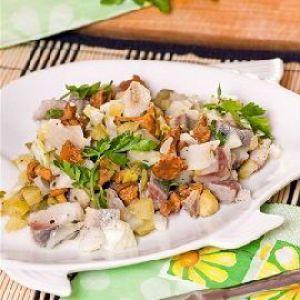 Рибний салат з грибами