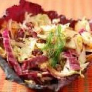 Салат з білокачанної капусти з солодким перцем і яблуками (від 3 до 7 років)