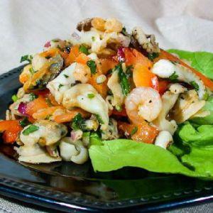 Салат з морського коктейлю