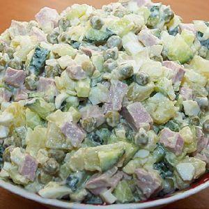 Салат олів`є з ковбасою