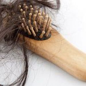 Волосся після пологів випадає: що робити?