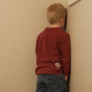 Виховання дітей: як поставити дитину в кут і чи можна це робити?